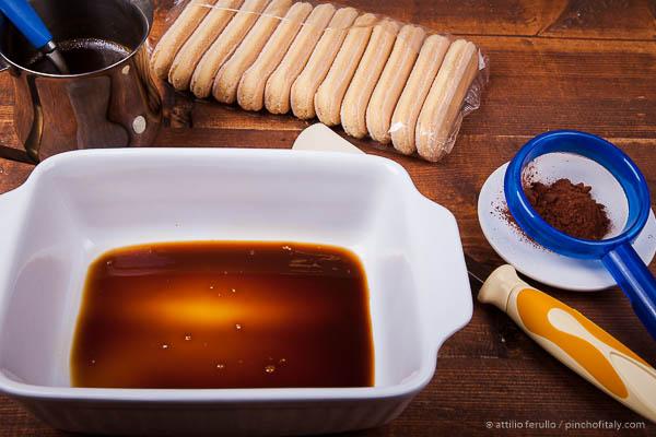 Use an 8-inch (20x15x6cm) casserole dish...